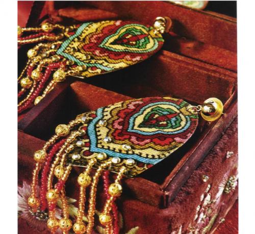 Милые сережки в народном стиле