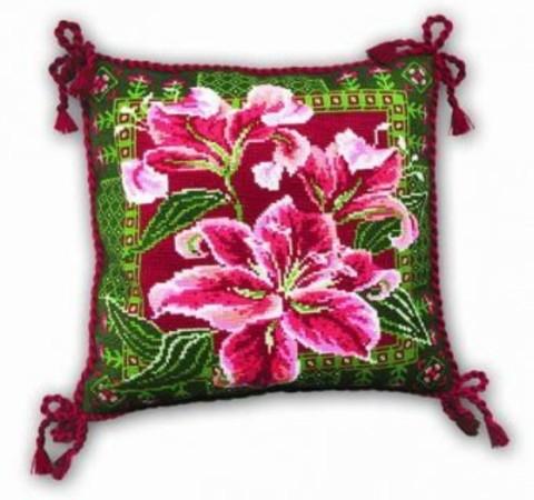 Подушка с лилиями