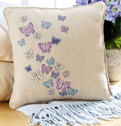 Бабочки на подушке